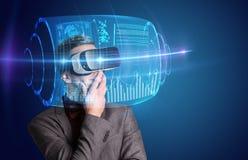 Geschäftsmann mit Schutzbrillen der virtuellen Realität Lizenzfreies Stockfoto
