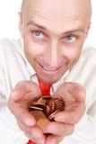 Geschäftsmann mit Stapel der Münzen Stockfotografie