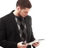 Geschäftsmann mit Tablette und Ezigarette Lizenzfreie Stockfotografie