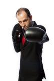 Geschäftsmann mit Verpackenhandschuhen in kämpfender Position Stockfotos