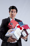 Geschäftsmann mit vielen Geschenkpaketen Lizenzfreies Stockbild