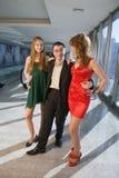Geschäftsmann mit zwei Mädchen stockbild