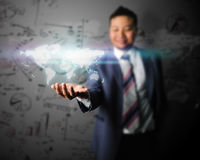 Geschäftsmann nehmen die Welt in der Geschäftswelt Lizenzfreie Stockfotografie
