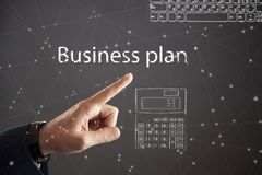Geschäftsmann-Pressing Business Plan-Knopf lizenzfreie stockfotografie