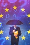 Geschäftsmann Questioning der Europäischen Gemeinschaft Stockbilder