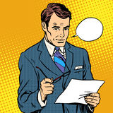 Geschäftsmann Reading ein Dokument Stockfoto