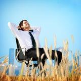 Geschäftsmann-Relaxation Freedom Happiness-Flucht-Konzept Lizenzfreies Stockfoto
