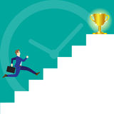 Geschäftsmann Running On Stairs zur Trophäe Lizenzfreie Stockfotos