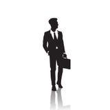 Geschäftsmann-Schwarz-Schattenbild, das über weißem Hintergrund-Griff-Aktenkoffer in voller Länge steht vektor abbildung