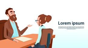 Geschäftsmann-Sitting Office Desk-Geschäftsfrau Apply Job Interview Business People Candidate Lizenzfreies Stockfoto