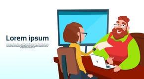 Geschäftsmann-Sitting Office Desk-Geschäftsfrau Apply Job Interview Business People Candidate Lizenzfreie Stockfotos