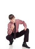 Geschäftsmann sitzt auf einem Isolathintergrund Stockbild