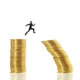 Geschäftsmann springen für Risiko Stockfotografie
