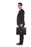 Geschäftsmann steht und betrachtet Sie Lizenzfreies Stockbild