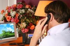Geschäftsmann am Telefon Lizenzfreie Stockfotos