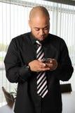 Geschäftsmann Texting Lizenzfreie Stockfotos