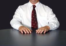Geschäftsmann am Tisch Stockbild