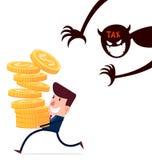 Geschäftsmann tragen Stapel Goldmünzen genießen sein hardwork, das durch Steuern frequentiert wird Lizenzfreie Stockfotografie