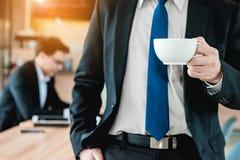 Geschäftsmann-trinkender Kaffee Lizenzfreies Stockbild