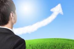 Geschäftsmann-Uhrwachstumsdiagramm-Pfeilwolke Lizenzfreies Stockfoto