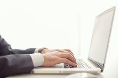 Geschäftsmann und Computer stockbild