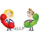 Geschäftsmann und Frau, die am Telefon sprechen Stockfotografie