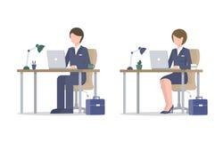 Geschäftsmann und Frau mit Laptop am Tisch lizenzfreie abbildung