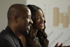 Geschäftsmann und Frau mit zwei Afroamerikanern in einer Sitzung Lizenzfreies Stockfoto