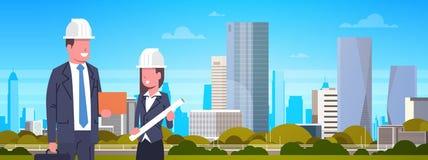 Geschäftsmann-und Frauen-Bauarbeiter-Over Modern City-Hintergrund-horizontale Fahne Lizenzfreie Stockfotos