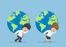 Geschäftsmann-und Geschäftsfrau-Carry World Globe On His-Rückseite Lizenzfreie Stockbilder