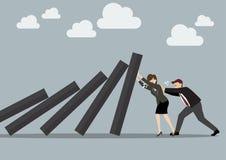 Geschäftsmann und Geschäftsfrau, die stark gegen fallen Dezember drückt Stockbild