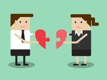 Geschäftsmann und Geschäftsfrau halten Puzzlespiel in Form von Herzen I lizenzfreie abbildung