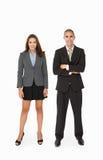 Geschäftsmann und Geschäftsfrau im Studio lizenzfreie stockfotografie