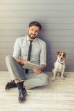 Geschäftsmann und Hund Lizenzfreie Stockbilder