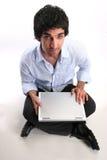 Geschäftsmann und Laptop Lizenzfreie Stockfotos