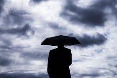 Geschäftsmann und Regenschirm Stockfotos