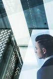 Geschäftsmann und Stadt scape lizenzfreie stockbilder
