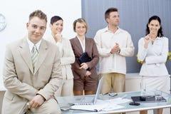 Geschäftsmann und Team Lizenzfreies Stockfoto