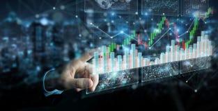 Geschäftsmann unter Verwendung 3D, das Börsedaten und -diagramme überträgt Lizenzfreie Stockfotografie