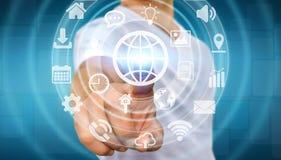 Geschäftsmann unter Verwendung der digitalen Tastschirmschnittstelle mit Netzikone Stockfoto