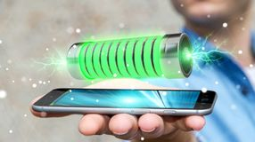 Geschäftsmann unter Verwendung der grünen Batterie mit Wiedergabe der Blitze 3D Lizenzfreies Stockbild
