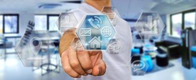 Geschäftsmann unter Verwendung der modernen digitalen Anwendungen Stockbilder