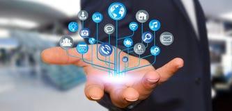Geschäftsmann unter Verwendung der modernen digitalen elektronischen Schaltung mit Ikonen Stockfotos