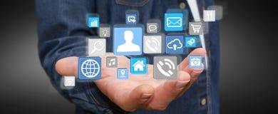 Geschäftsmann unter Verwendung der modernen digitalen Ikonenanwendung Stockfoto
