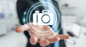 Geschäftsmann unter Verwendung der modernen Wiedergabe der Kameraanwendung 3D Lizenzfreie Stockfotos