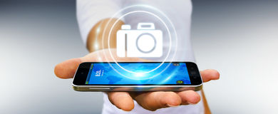Geschäftsmann unter Verwendung der modernen Wiedergabe der Kameraanwendung 3D Stockbild