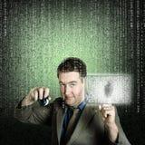Geschäftsmann unter Verwendung des digitalen Sicherheitsdatenschutzes Stockfoto