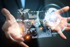 Geschäftsmann unter Verwendung des Hologrammschirmes mit digitale Daten 3D renderin stock abbildung