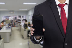 Geschäftsmann unter Verwendung des intelligenten Mobiltelefons Lizenzfreies Stockbild