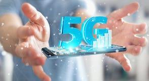 Geschäftsmann unter Verwendung des Netzes 5G mit Wiedergabe des Handys 3D Lizenzfreie Stockbilder